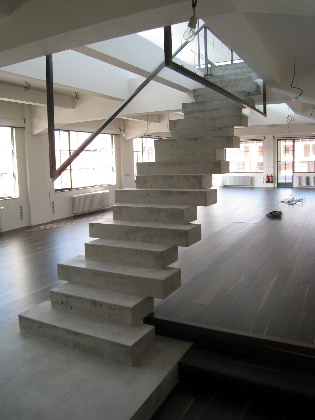 Arte y arquitectura dise o escaleras interiores en hormig n for Disenos para escaleras interiores