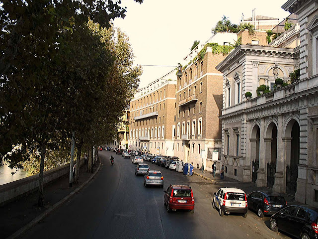 quiet road in Rome