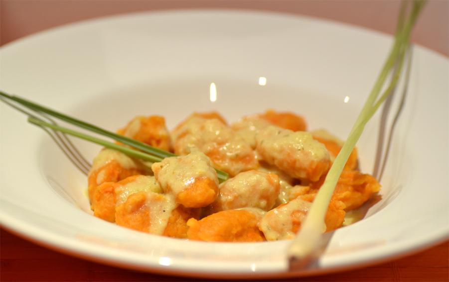 Süßkartoffel-Gnocchi mit Mango-Kokos-Sauce