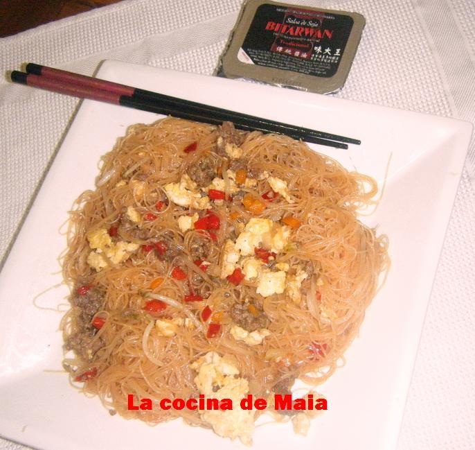 Fideos chinos  con carne;verduras y brotes de soja