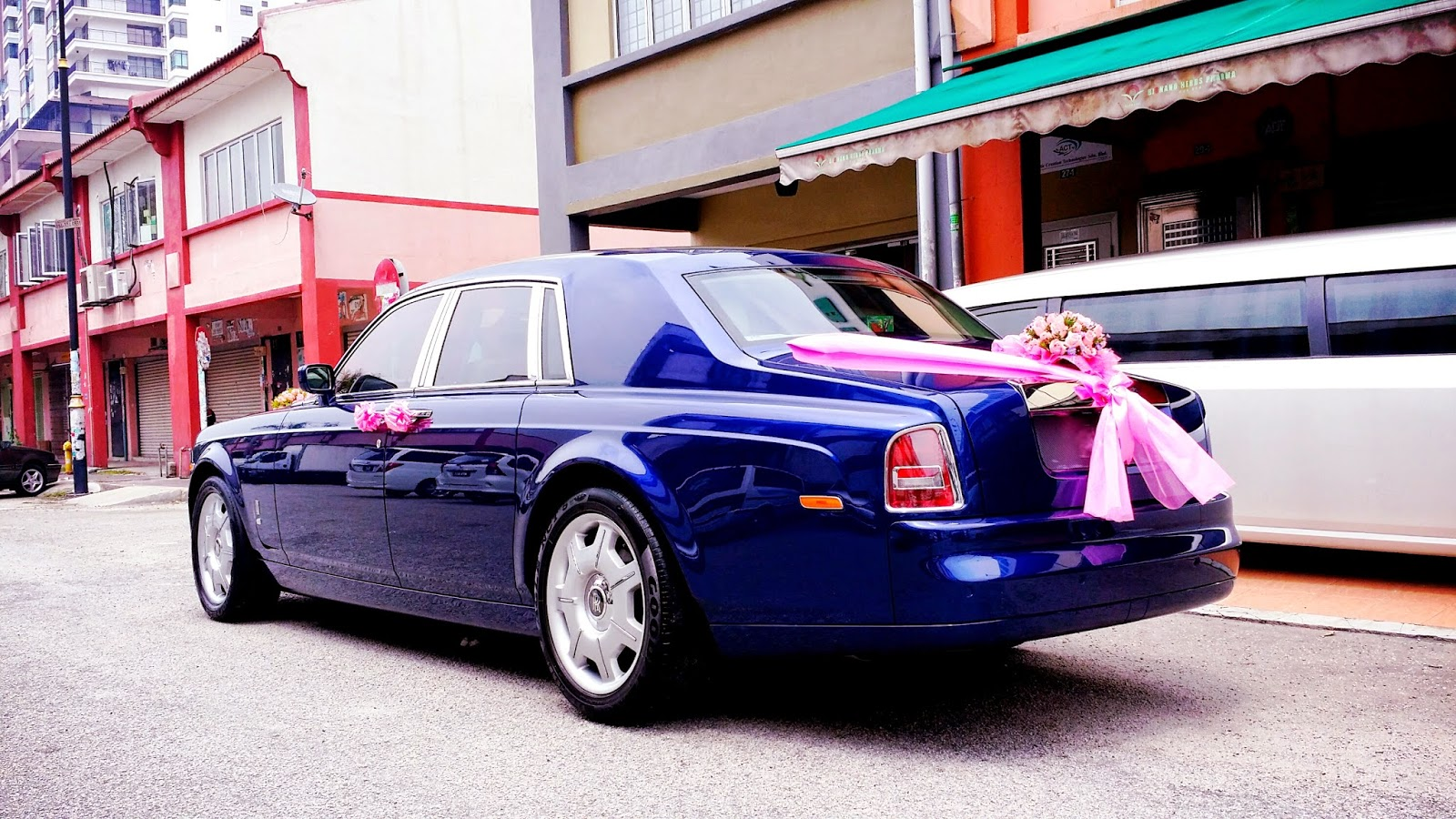rolls royce phantom wedding rental with Rolls Royce Phantom With Pink Organza on Rolls Royce Hire France together with Novato Range Rover Stretch Limo additionally 42 Passenger Limo Coach Party Bus further Vendor Orlando Wedding Cars in addition Pictures Of Pearl White Cars.