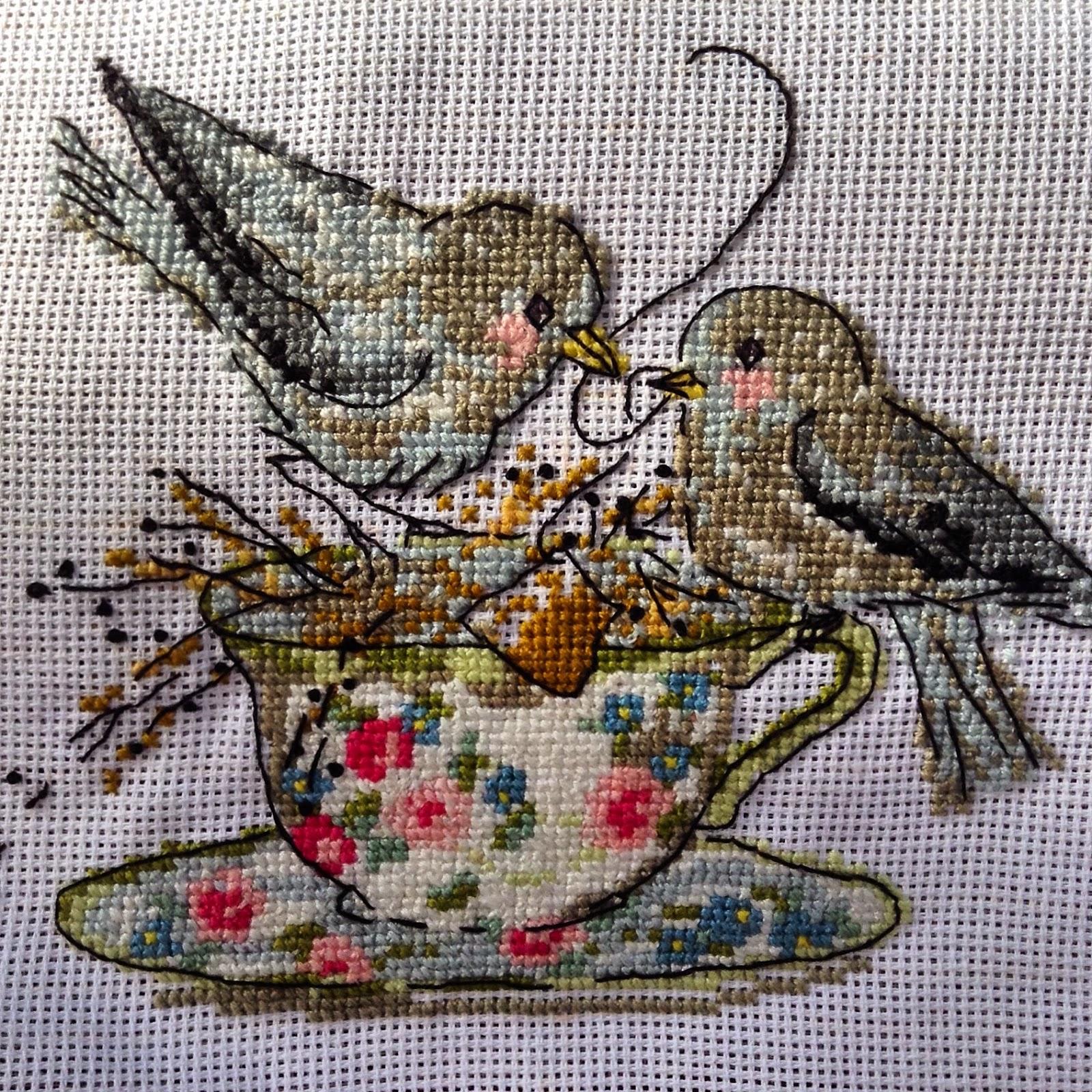 oiseaux dans une tasse de thé point de croix