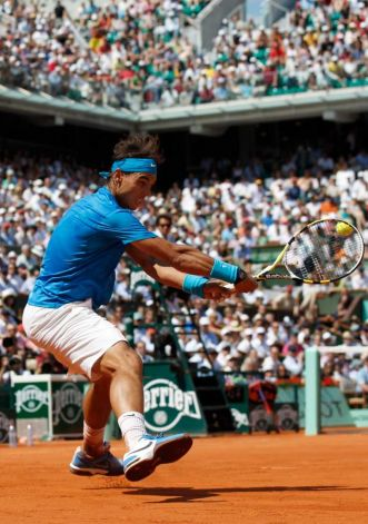 Federer Stops Djokovic, Next Up is Nadal In Final