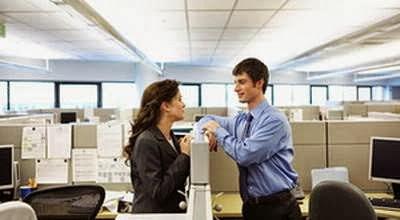 5 Resiko Jatuh Cinta dengan Rekan Kerja