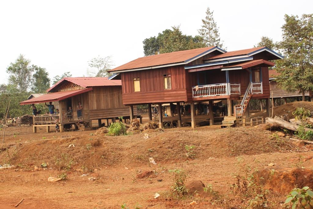 Adeline et j r me au laos quatre murs et un to t for Maison traditionnelle laos