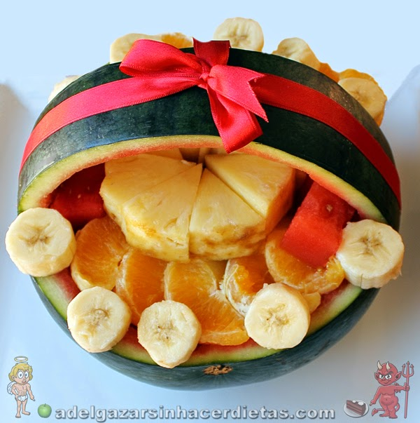 Cómo hacer una Cesta de sandía con macedonia de frutas