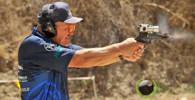 Petembak Tercepat di Dunia (Revolver)