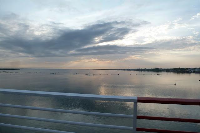 Cruzamos el río Casamance y nos despedimos de Ziguinchor