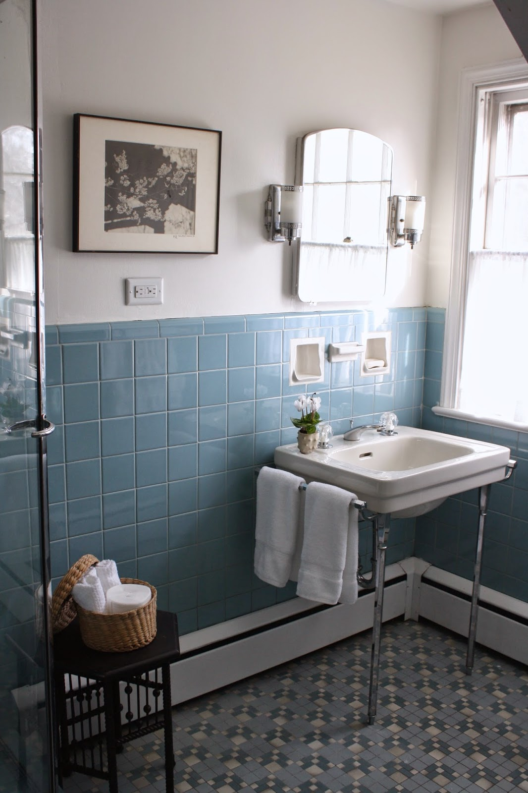 meet me in philadelphia pre holiday spruce up the vintage blue tile bathroom. Black Bedroom Furniture Sets. Home Design Ideas