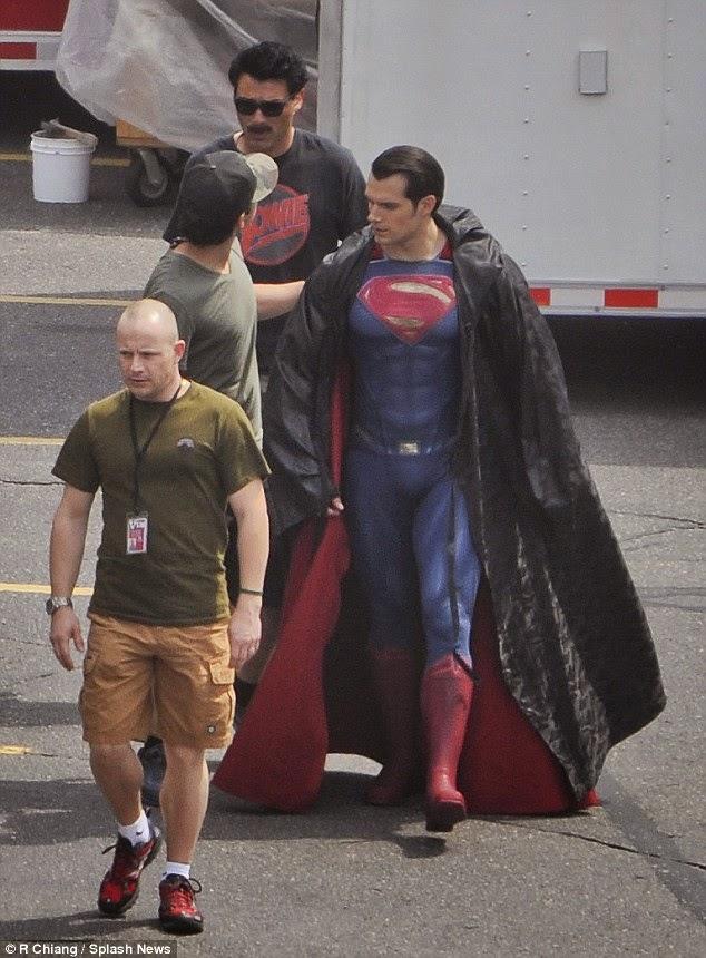 Instantánea de Henry Cavill en el rodaje Batman V Superman: Dawn of Justice