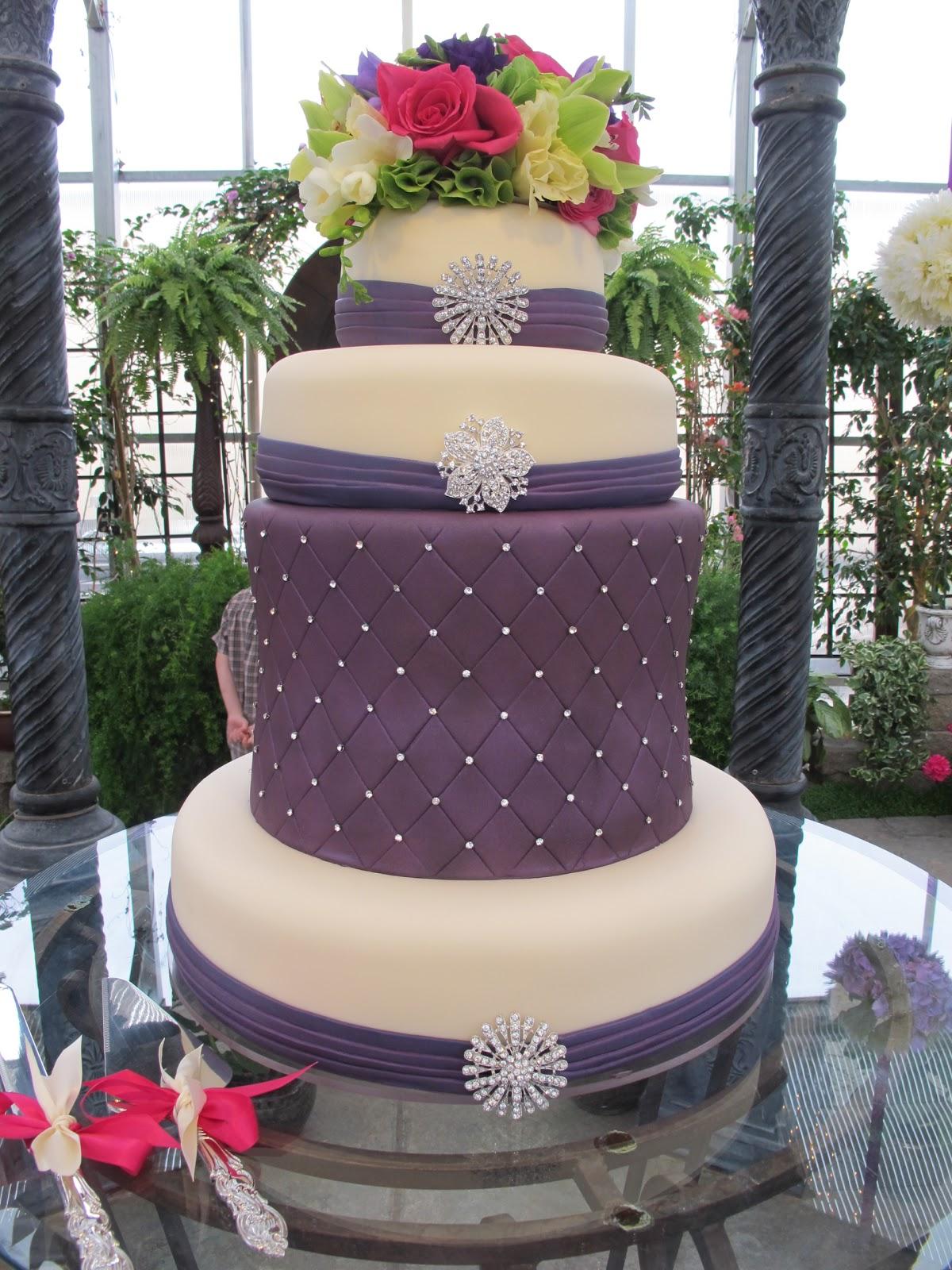 purple bling bling wedding cake purple chocolat home. Black Bedroom Furniture Sets. Home Design Ideas