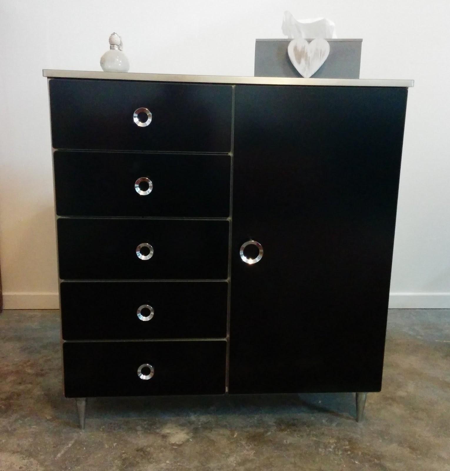 Le blog de l 39 aronde d 39 elvira - Petit meuble noir ...