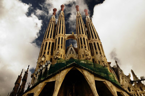 Strangest buildings 78 strangest buildings of the world for La sagrada familia barcelona spain