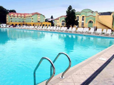 hotel-helios-sibiu-outdoor-swimming-pool