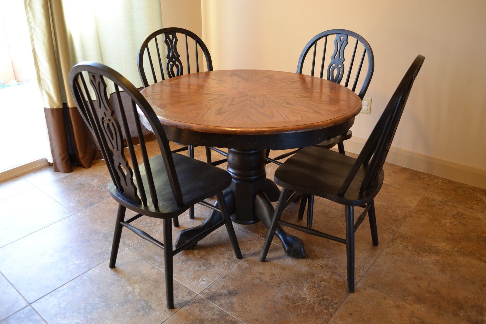 Craftaphile refinished table and chairs - Refinishing a kitchen table ...