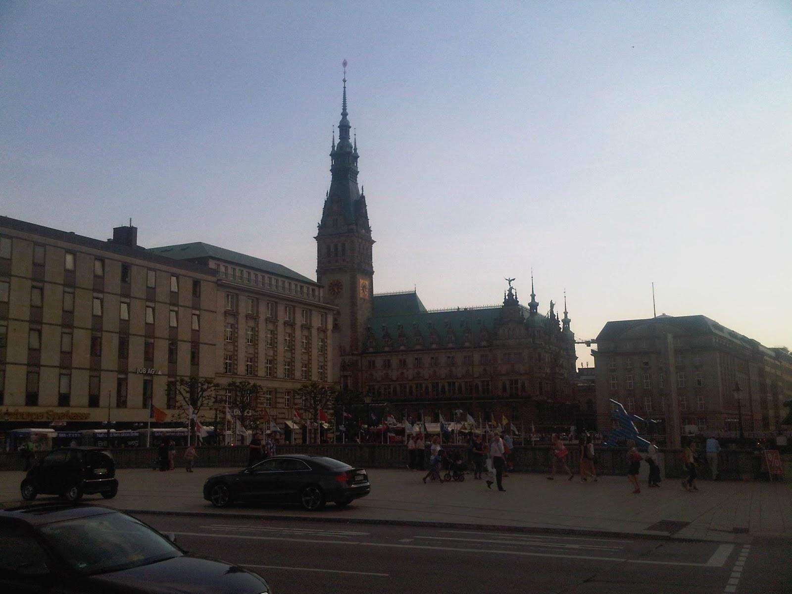 Jungfernstieg und Rathaus