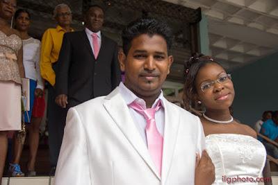 mariage en Guadeloupe, aux Abymes, sortie de la mairie