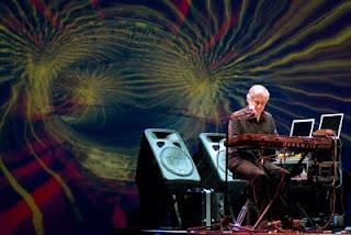 El segundo concierto completo de Larry Fast como Synergy en el marco de la décima edición del festival NEARfest en 2008