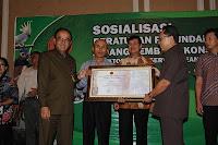penyerahan sertifikat dari Menhut