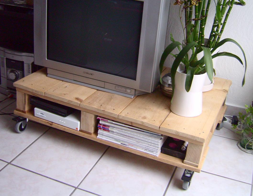 Como Reciclar Una Mesa De Tv Vieja Of El Rinc N De Edreya Pal S Mesa Tv Bricolaje Con Pal S I