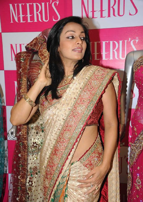 asha saini aka mayuri in silk saree hot images