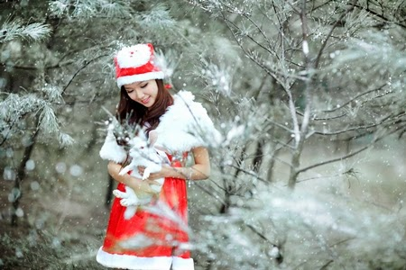 Công chúa tuyết Thảo My dạo chơi trong rừng