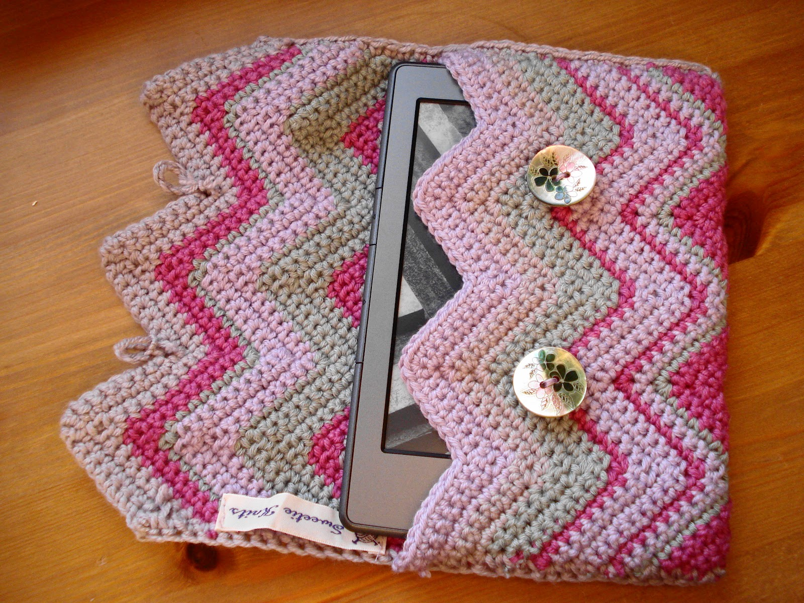 Lavender and Wild Rose: Crochet kindle case