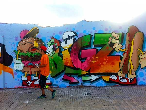 Graffiti de Big Z con hamburguesa y frankfurt