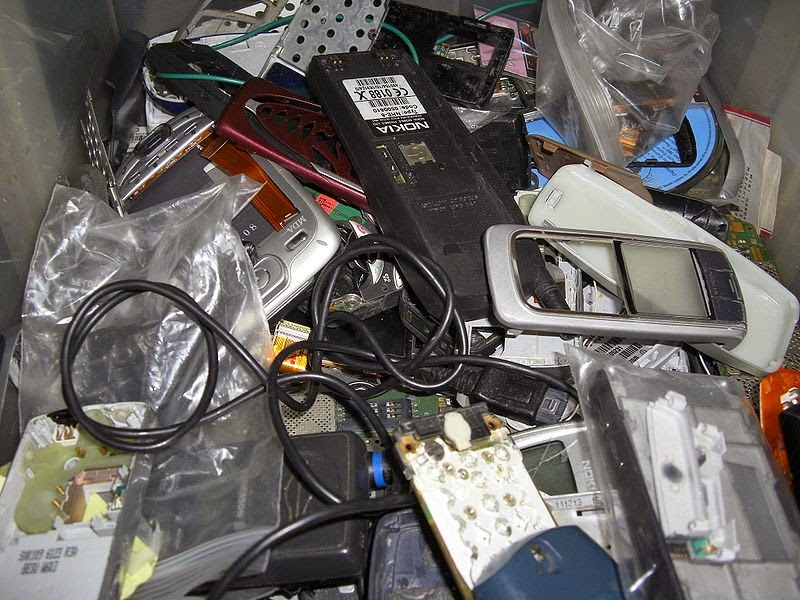 19 Things You Should Never, Ever Throw In the Trash!! - Computers and electronics