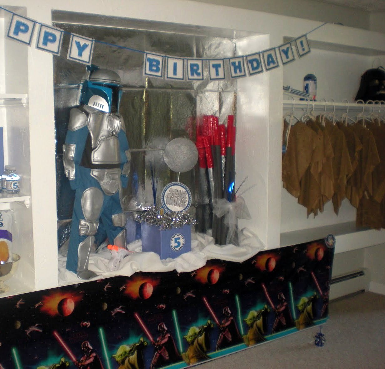 7 Top Tips For Throwing A Grand Party In A Small Home: DIY Star Wars Birthday Party {robes & Jedi Sticks}