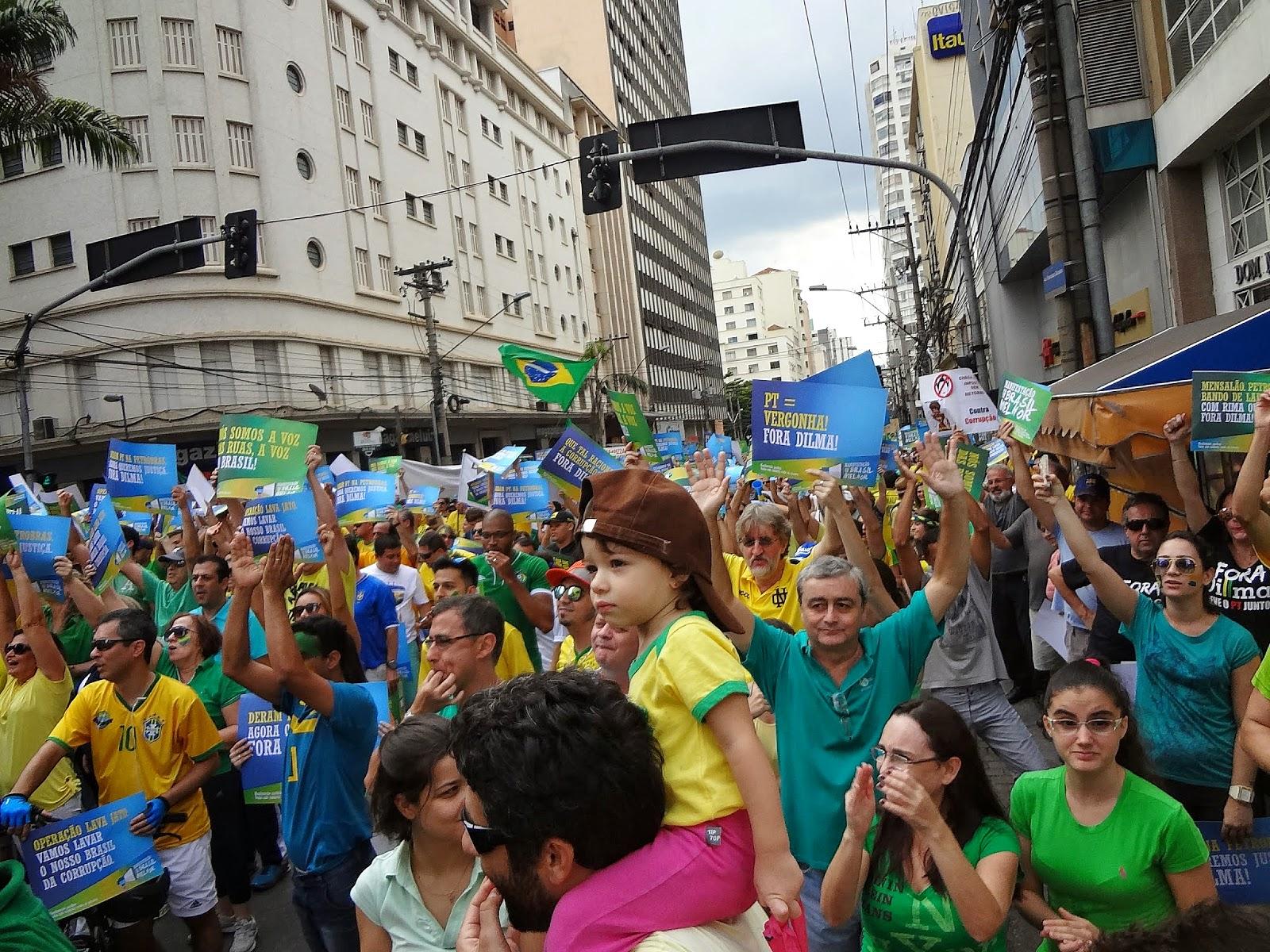 Fotos e vídeos dos protestos anti-PT em Campinas no dia 15 de março de 2015.