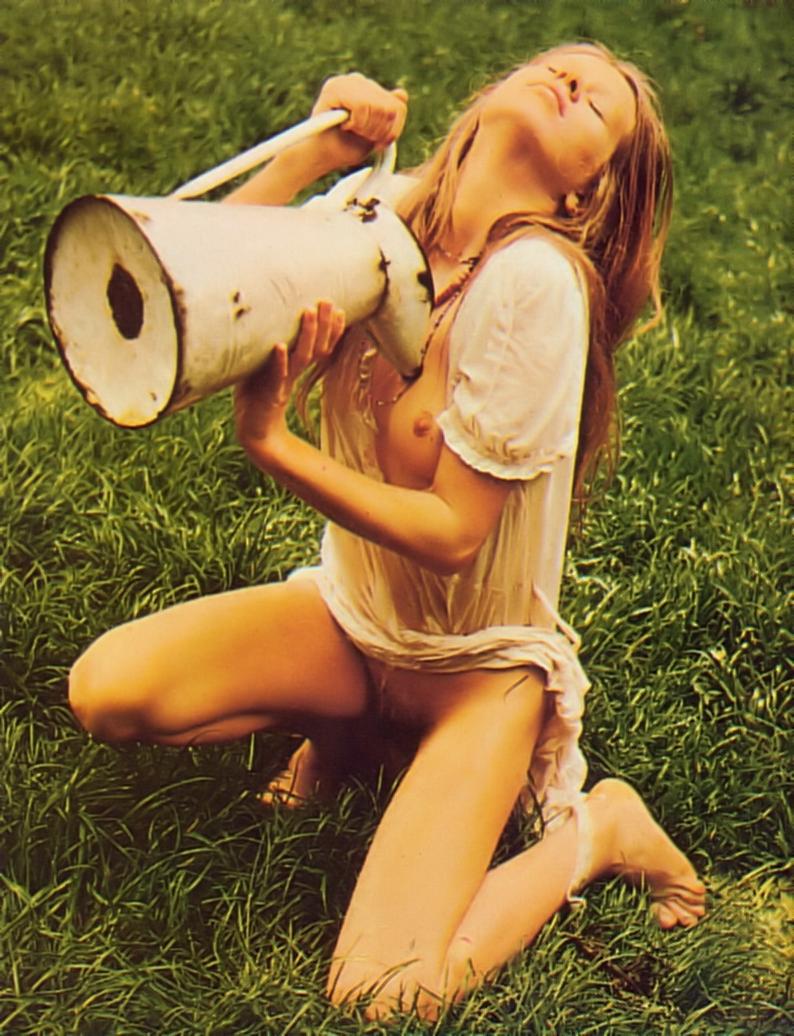 http://1.bp.blogspot.com/-FNhlaQ2Z5IQ/T5q2pt-tsEI/AAAAAAAACoA/Cl7MKXG1hTE/s1600/Teresa+Ann+Savoy+nude.jpg