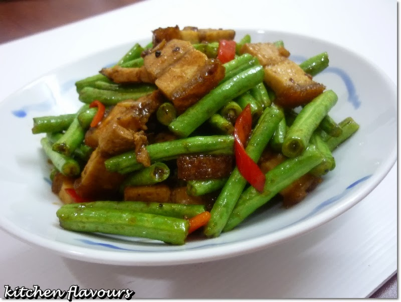 stir-fry long beans with roasted pork in black pepper sauce