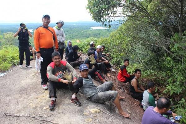 Kapolres Mura dan Anggotanya Taktulakan Gunung Usung