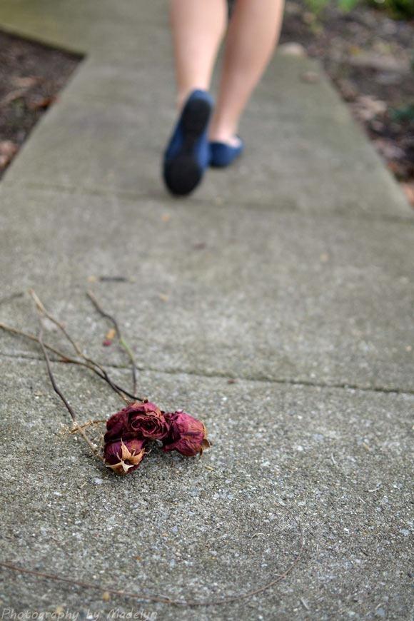 25 Painful Love Broken Heart Pics