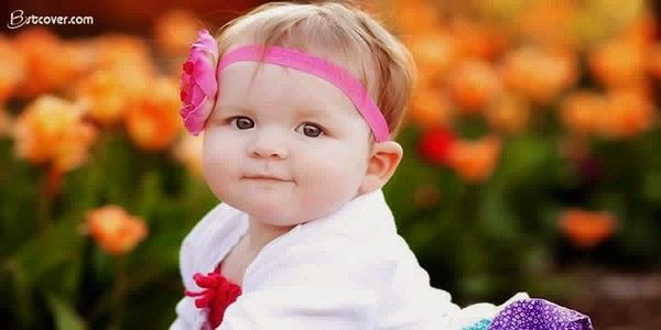 Petit bébé trop mignon fille