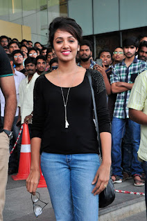 Tejaswi Madivada in Jeans Black Top at Mana Madras kosam charity by TFI for Chennai flood victims