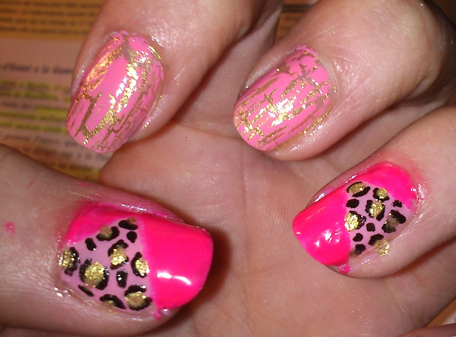 El primero es un craquelado en tonos Rosas y Dorado .