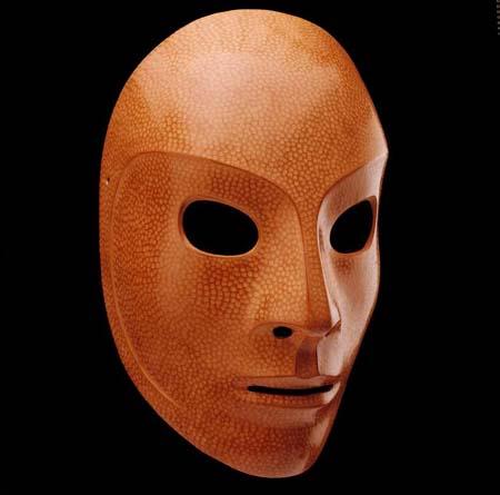 Enfrente o cuidado depois de uma máscara de filme