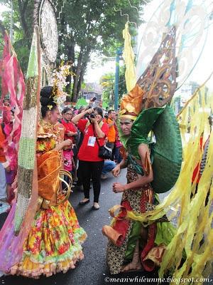 Tim Fashion Carnival UNY Musik Jogja Kreatif