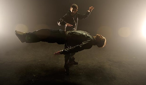 dynamo adamı kaldırıyor sihirbaz hareketi