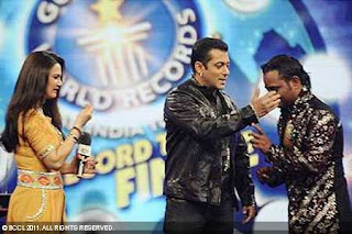 Salman Khan Guinness World Record, Most number of kisses on his hand, Salman Khan World Record, Salman Khan kissing world record, Sallu break kissing world record