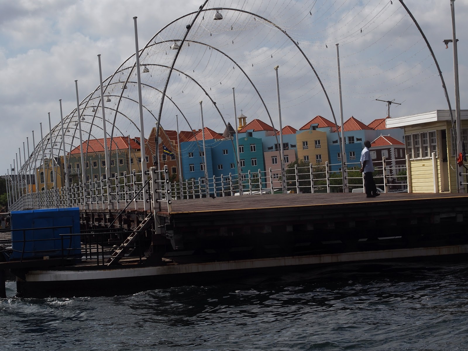 Queen Emma Floating Pontoon Bridge, #pontoonbridge #floatingbridge  #queenemmabridge #willemstad #curacao 2014