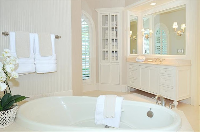 French country style romantic home decor forget the for Country chic bathroom ideas