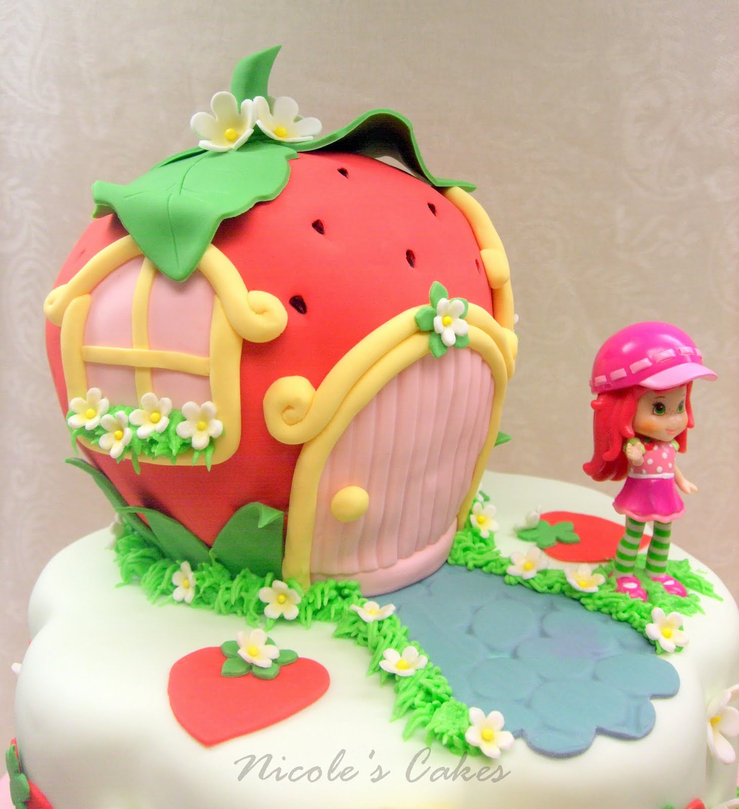 , Cakes & Creations!: A Berry Beautiful Strawberry Shortcake ...