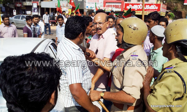 Kasaragod, Endosulfan, MLA, Road, Strike, Car, Police, custody, Kerala, Family, Malayalam news, Kerala News, International News, National News, Gulf News, Health News, Educational News, Business News, Stock news, Gold News.