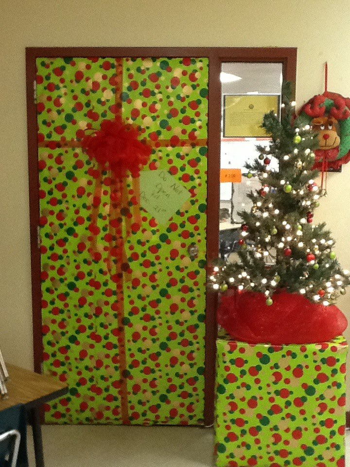 1000+ images about Christmas door decorating on Pinterest  ~ 030652_Christmas Decorating Ideas For Door Contest