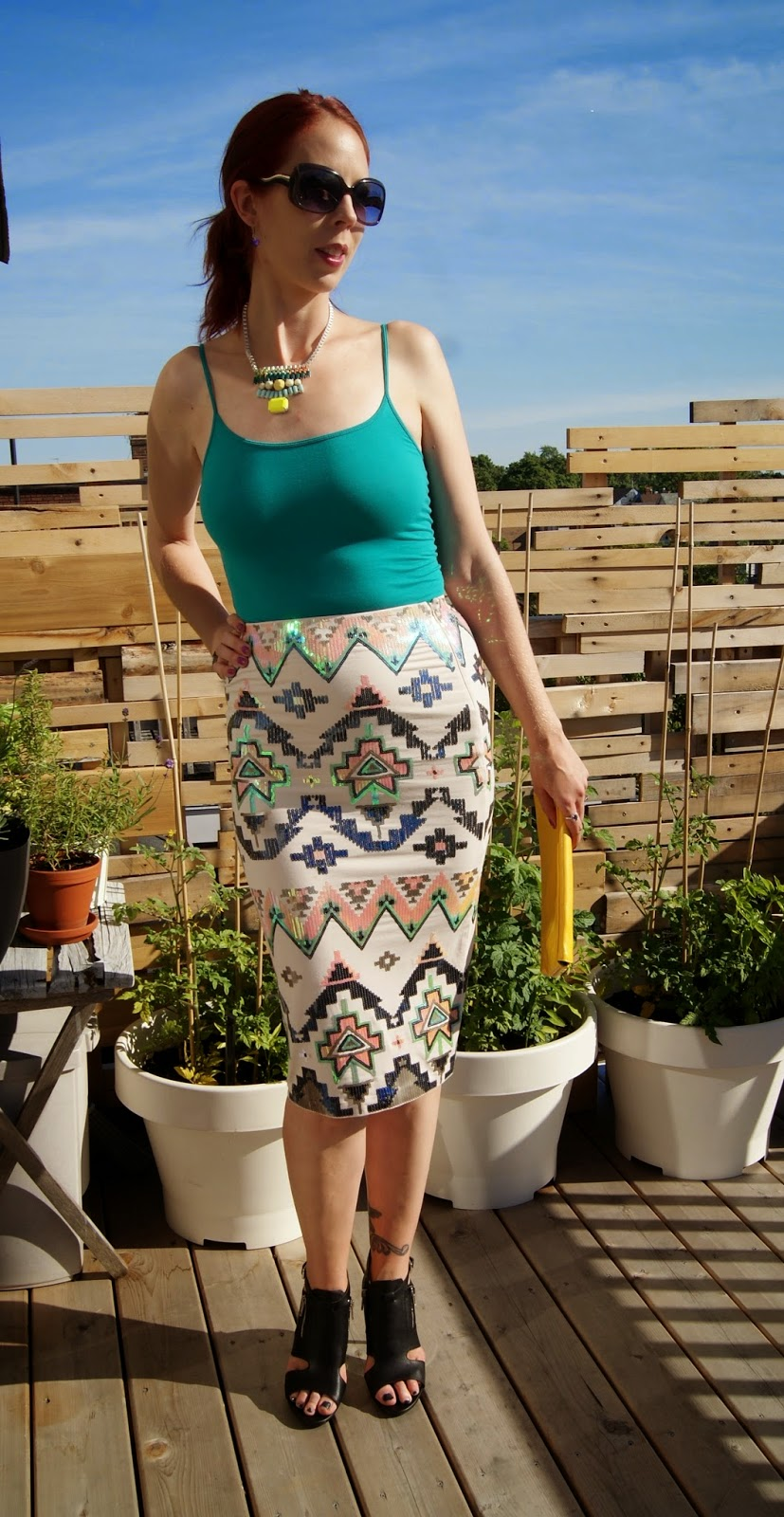 Aztec Sequin Embellished Midi Skirt from Express, Turquoise Cami and Shoes from Forever 21, Shop For Jayu Necklace and Bracelet, Vintage Yellow Clutch, Fashion, Style, Styletips, Pencil, Versatile, Melanie_Ps, The Purple Scarf, Toronto, Ontario, Canada, Shopping