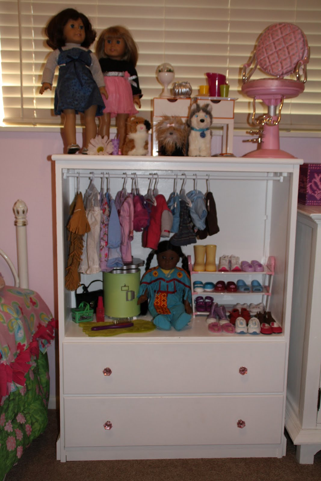 Incroyable American Girl Doll Cabinet