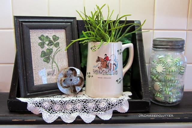 St Patrick's Day Vignette www.organizedclutterqueen.blogspot.com